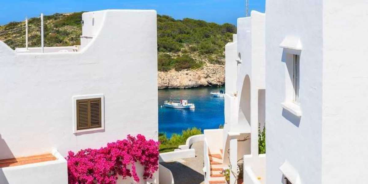 Ibiza, among the cities in Europe where they advise investing in this decade