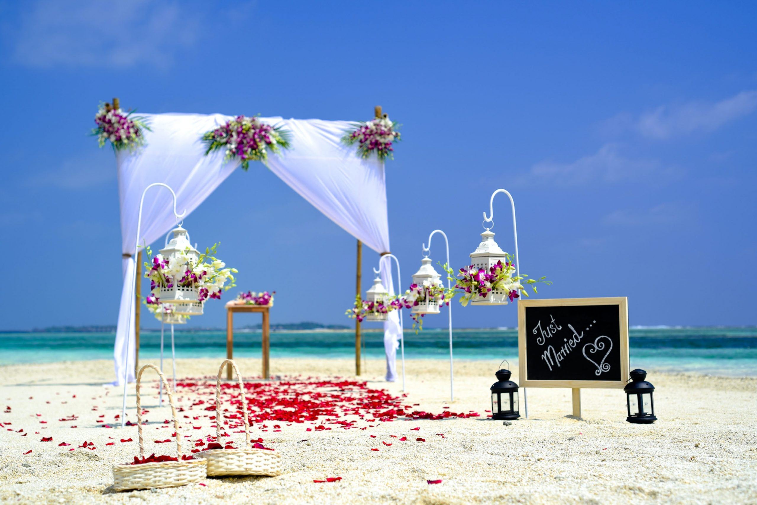 Tips for Men on What to Wear at a Beach Wedding - Wedding Tropics